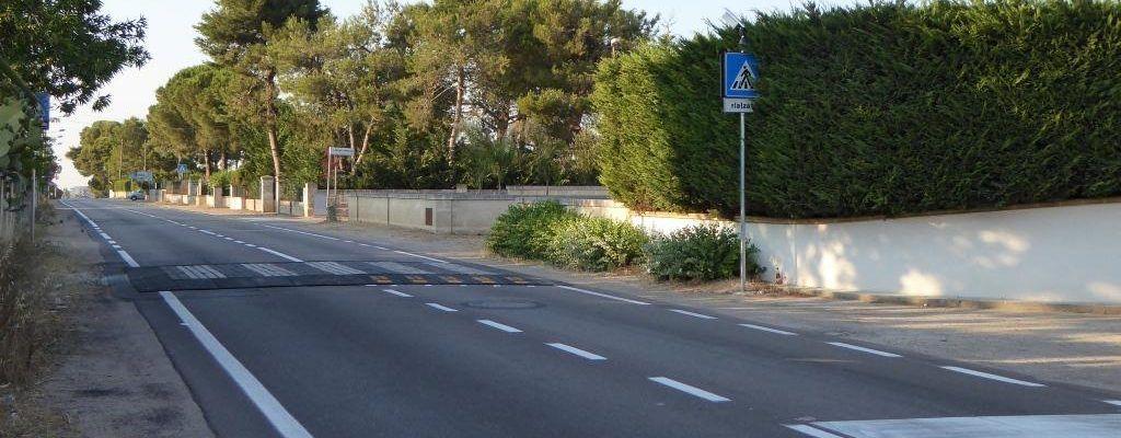 Viabilità : arriva l'attraversamento pedonale su via Gallipoli. Installato anche l'impianto semaforico sul pericoloso incrocio di via Secchi, ma non ancora in funzione!- video