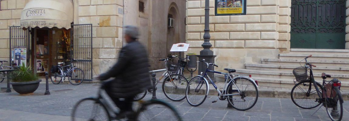 Velocipedi e pali:un connubio indissolubile in … centro
