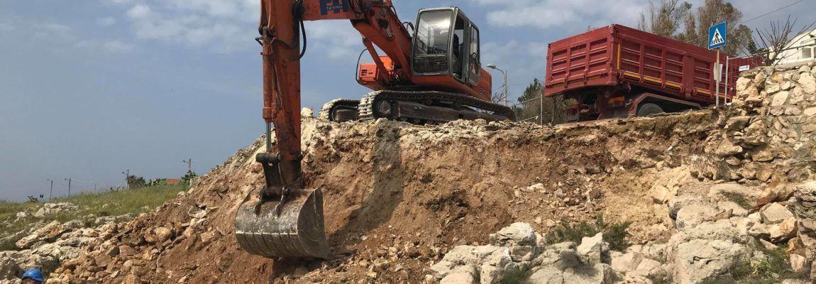 SANTA CATERINA, INIZIATI I LAVORI ALLA ROTONDA DI LUNGOMARE CANTÙ Via all'intervento, costerà 35 mila euro e consentirà la completa ricostruzione dell'opera