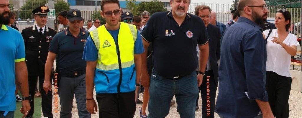 """Emiliano in visita al campo accoglienza Boncuri. """"Questo è il modello dell'accoglienza per i lavoratori  in agricoltura  italiani e di qualunque nazionalità che vengono in Puglia"""" -video"""