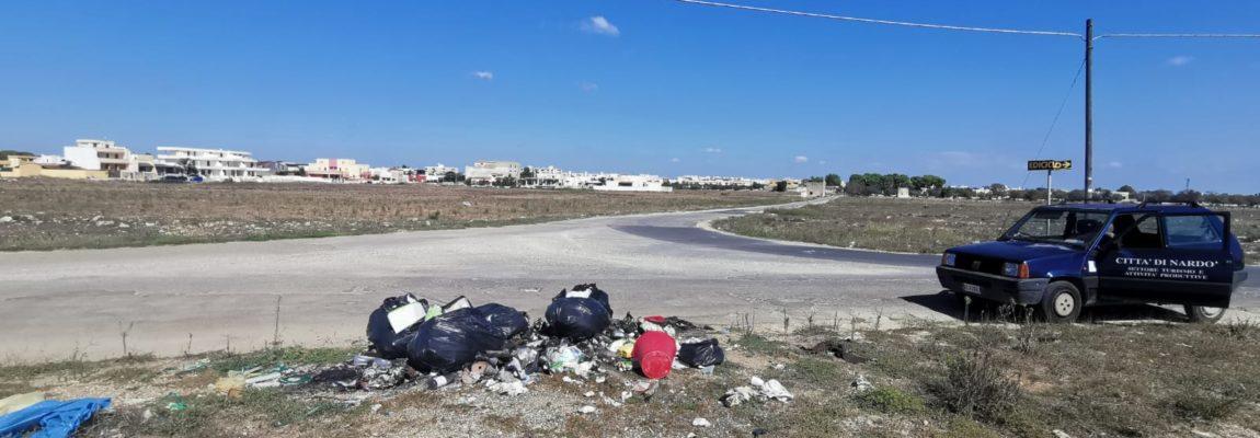 ANCORA RIFIUTI ABBANDONATI, SANZIONI DA 600 EURO PER DUE SPORCACCIONI In azione gli ispettori ambientali in periferia e alla Palude del Capitano